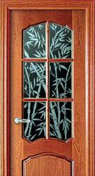 Декоративная обработка стекла с помощью уникальной пасты в межкомнатных дверях