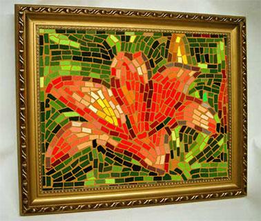 Этот же цветок выполнен в технике выращенного мозаичного панно