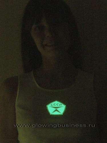 Светящаяся наклейка на футболку