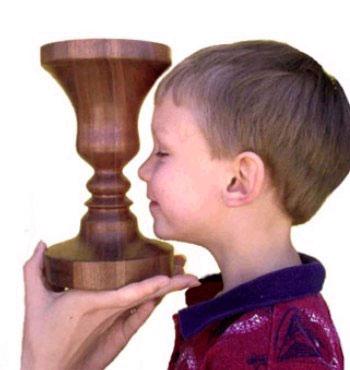 Где искать профиль лица у вазы
