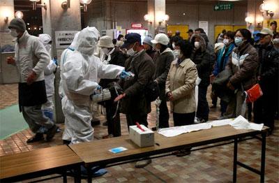 Рядовые японцы проверяют себя на радиоактивность