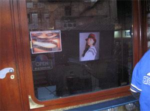 Видеопрезентация в витрине магазина