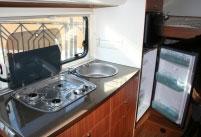 Плита и холодильник в доме на колесах