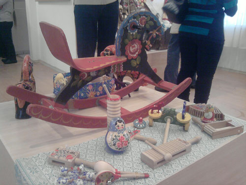 Экспонаты для свободного пользования в музее игрушки