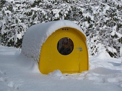 Зимний миниатюрный домик для гостей