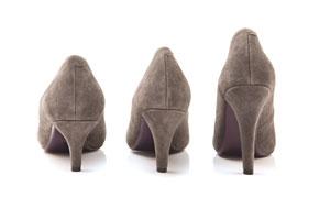 Одна и та же модель туфлей с разной высотой каблука