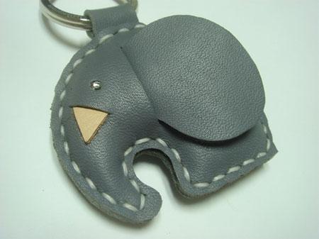 Кожаный брелок слон
