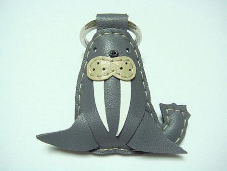 Кожаный брелок морж