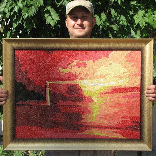 Картина из кожаных жгутов в руках мастера
