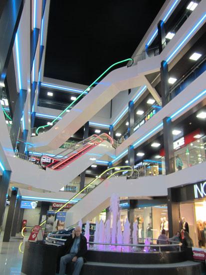 Эскалаторы в торговом центре