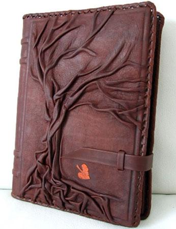 Записная книжка в кожаной обложке