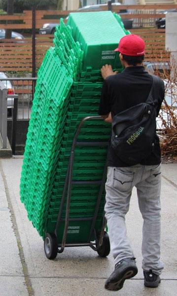 Пластмассовые коробки легко перевозить