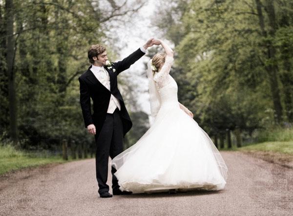 На гражданской свадьбе можно проводить такие же церемонии, как и на официальной