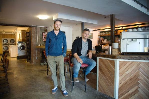 Прачечная и кафе в одном помещении