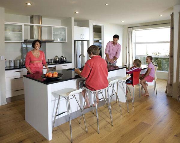 Смотрители дома живут в ожидании очередного клиента