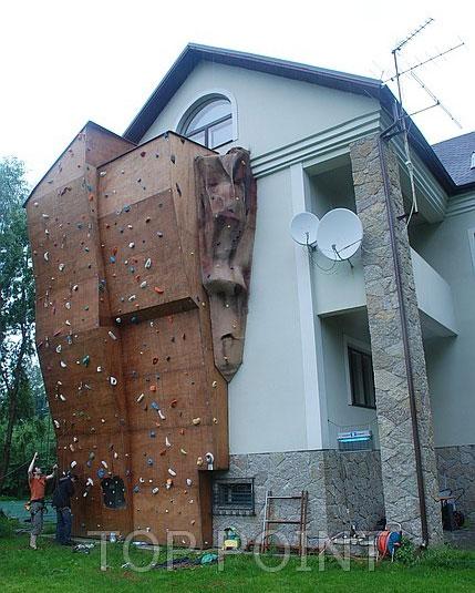 Уличный скалодром в Санкт-Петербурге