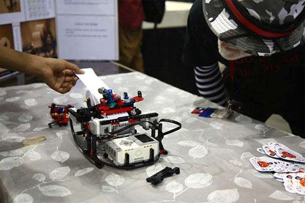 Как подросток собрал из Лего принтер для слепых