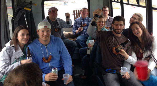 Экскурсанты покупают пиво с собой