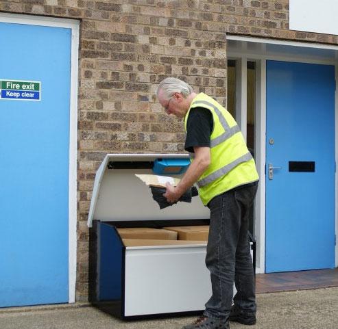Большой напольный почтовый ящик для нескольких офисов