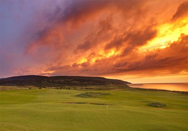 Соедините поле для гольфа и красивые пейзажи - получите еще один крупный бизнес