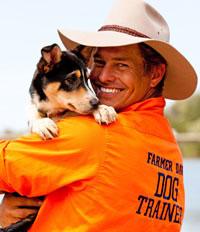 Владелец бизнеса с собакой
