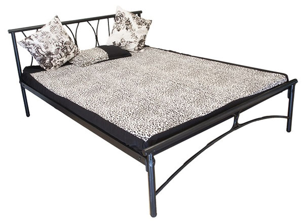 Железная кровать в аренду