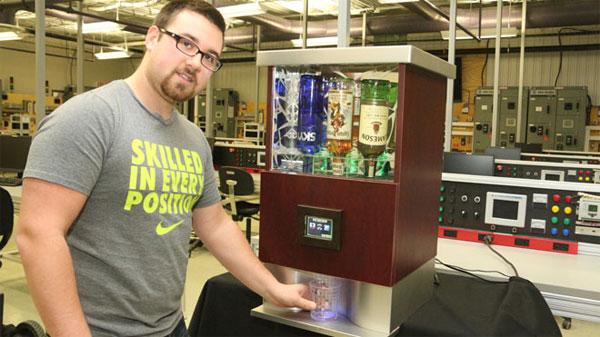 Автоматический диспенсер для создания алкогольных коктейлей