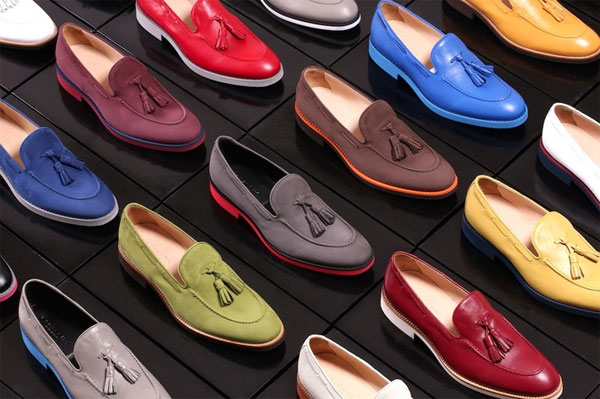 Цветные туфли с цветной подошвой