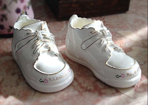 Детские туфли с покрытием под фарфор