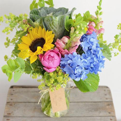 Полевые цветы в банке