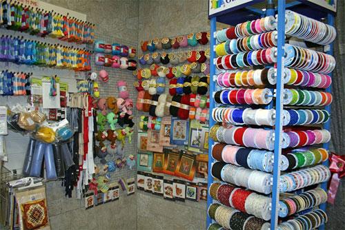 Типичный магазин рукоделия в городе