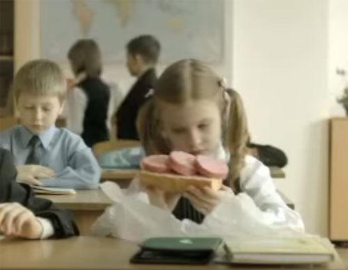 Как ребенку не отравиться в школе колбасой