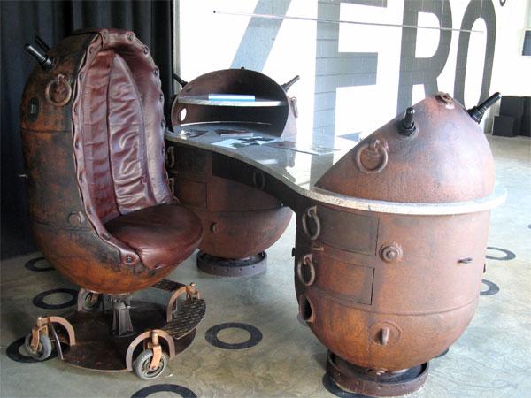 Кресло и стол из мин