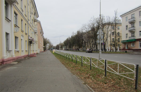Пустая улица без деревьев