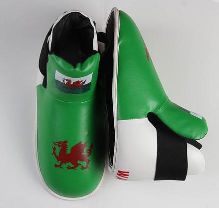 Дизайнерские спортивные ботинки