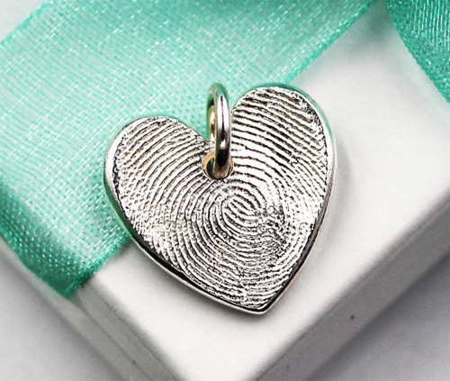 Кулон-сердечко из отпечатка пальца