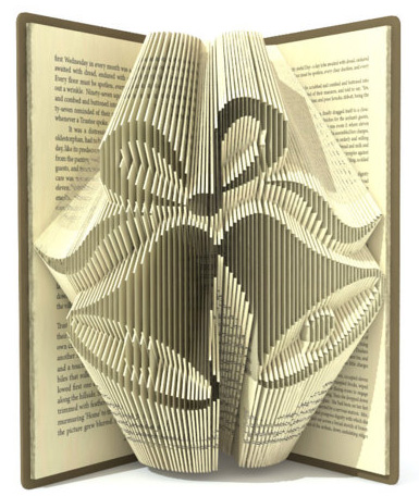 Скульптуры из книжных страниц
