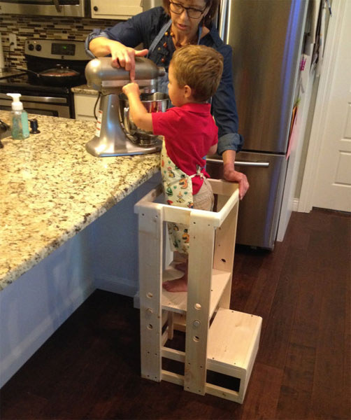 Безопасная табурет-ступенька для ребенка