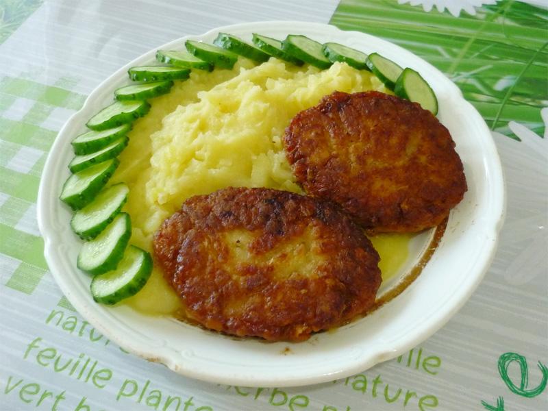 Самая вкусная еда в поезде - котлеты с картофельным пюре