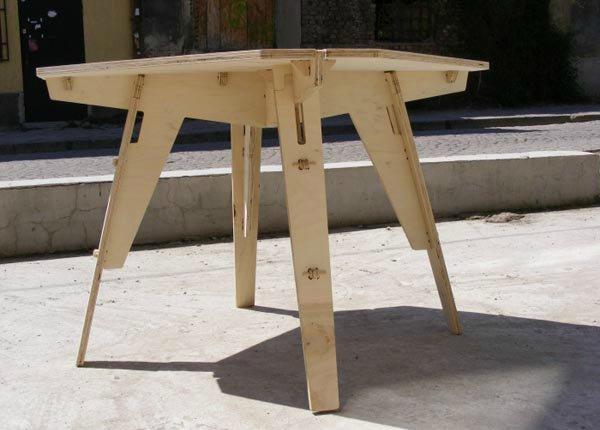 Разборная мебель из фанеры для выносной торговли
