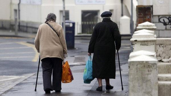 Вот так пенсионеры ходят сегодня за продуктами в магазин