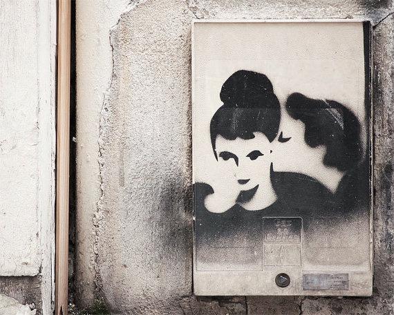 Граффити на стене парижского дома