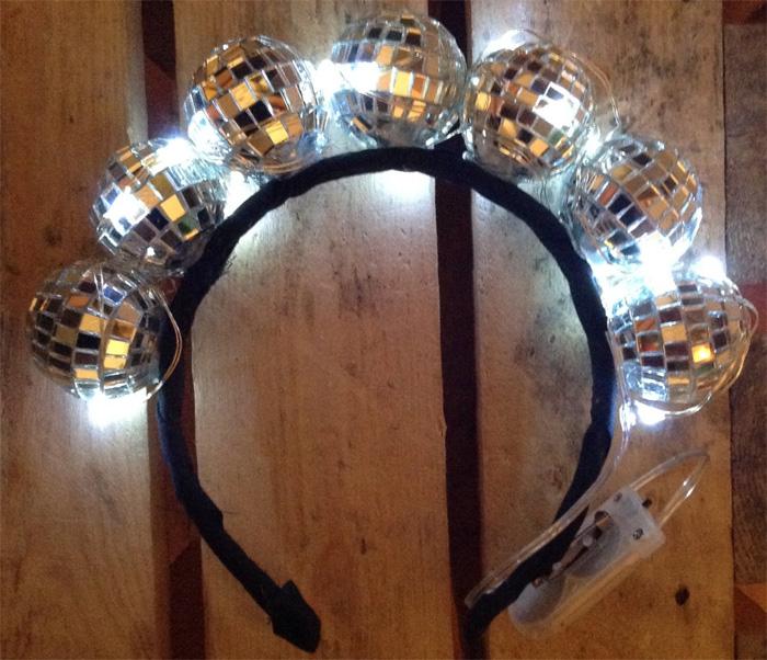 Как сделать светящуюся корону из зеркальных шариков