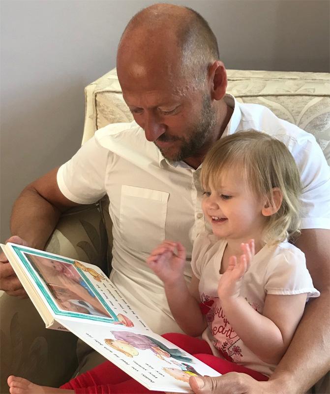 Такую книгу можно читать вместе с ребенком