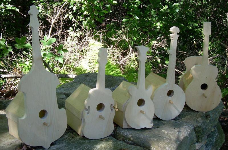 Скворечники в виде гитар