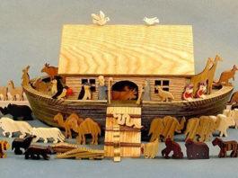 История в деревянных игрушках