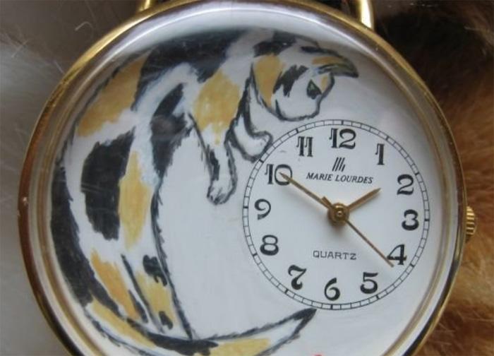 Часы с кошкой
