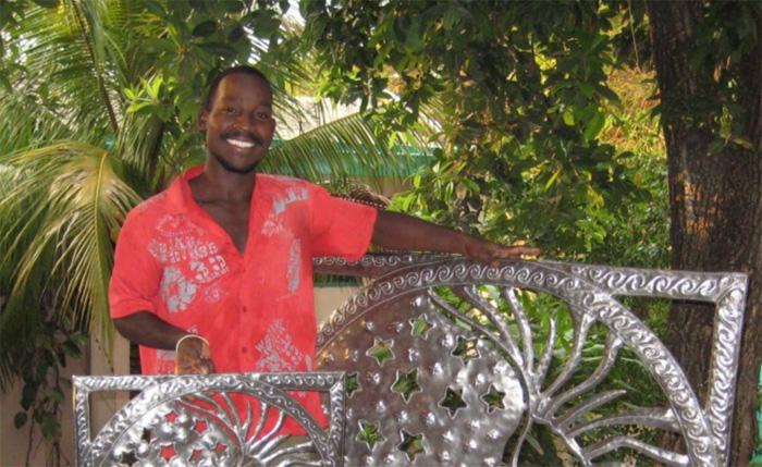 Металлические панно от гаитянских мастеров