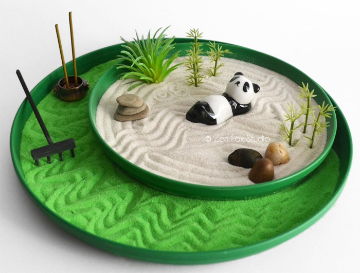Сад камней с пандой