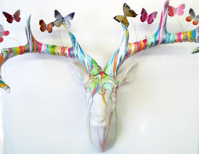 Голова оленя с бабочками